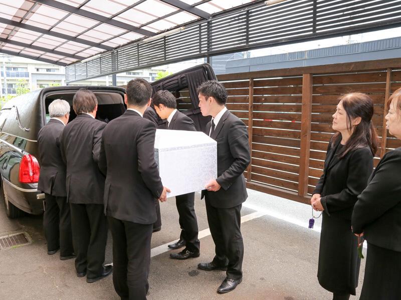 家族葬と密葬との違いは